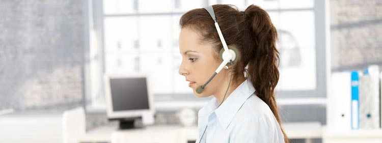 Virtual receptionist taking calls for small businesses